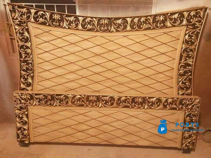 Curve back carving wooden bed set available
