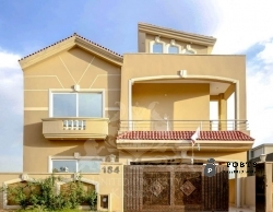 A Beautiful 10 Marla house for sale in Bahria Town Phase 8